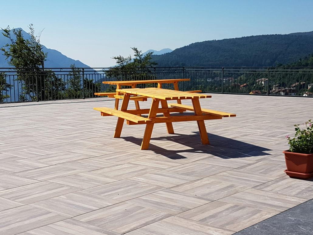 La più bella terrazza di Tonezza del Cimone! Pavimento sopraelevato Kronos Ceramiche.