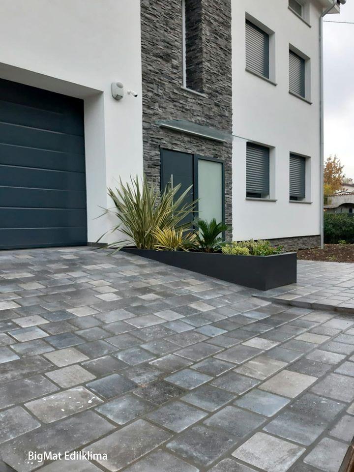 Ristrutturazione: cappotto, rivestimento in pietra, pavimentazione esterna e pavimenti.