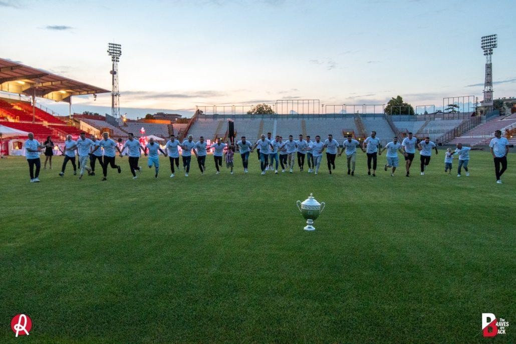 Uno scatto della festa della squadra LR Vicenza per la promozione in serie B.